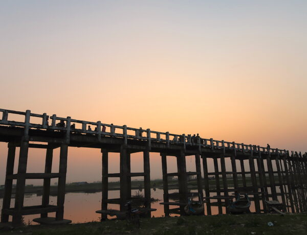 Myanmar- Äldsta teakbron, U – Bein Bridge i Mandalay