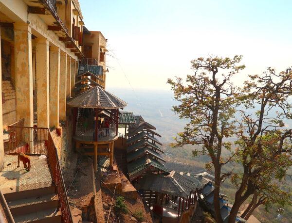 Myanmar – Vägen till Bagan  –  stopp vid Mount Popa