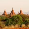 Myanmar – Tempel och stupas i Bagan, båt på Irrawaddy